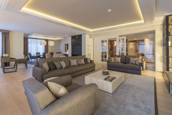 Luxuriously apartment five-bedroom