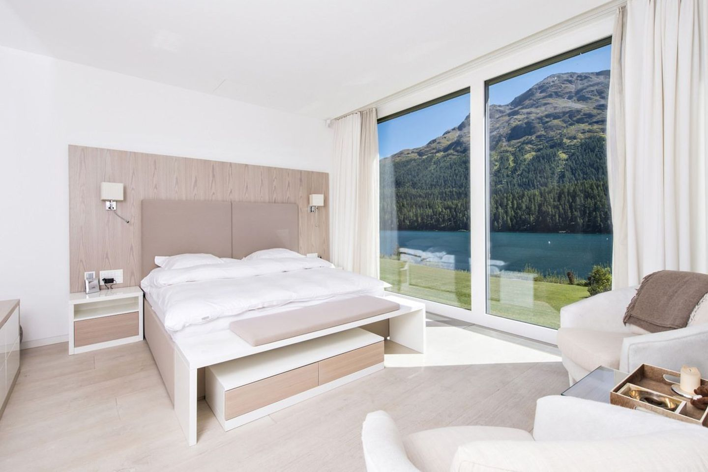 Apartment overlooking the breathtaking lake St. Moritz